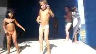 KIDS DANCING AT THE BEACH.avi