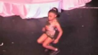 getlinkyoutube.com-This little girl can Dance!!