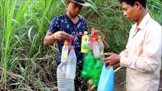 KEREN!! memanfaatkan botol plastik untuk menangkap ikan