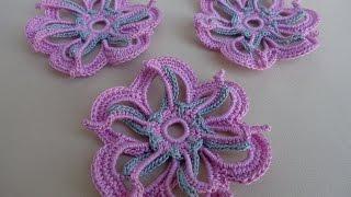 getlinkyoutube.com-Как связать двухцветный цветок крючком. Уроки вязания.Мотив ирландского кружева.