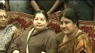 How ties soured between Jayalalithaa and Sasikala width=