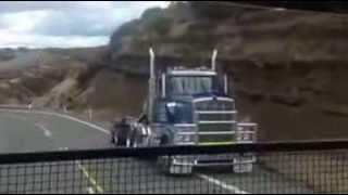 getlinkyoutube.com-Kenworth Low loader crash Desert Rd New Zealand