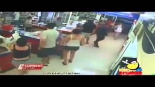 getlinkyoutube.com-Observa como le arrebatan el alma de este niño a la muerte en centro comercial