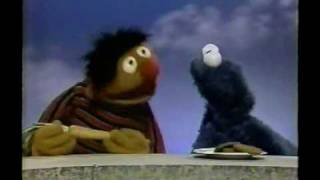 getlinkyoutube.com-Sesame Street - Ernie gets Cookie Monster to eat a carrot