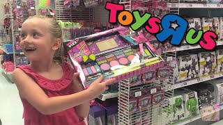 getlinkyoutube.com-Giant Surprise Egg 1 - Barbie, Monster High, Peppa Pig, and Play Doh - Toys R Us Shopping Spree