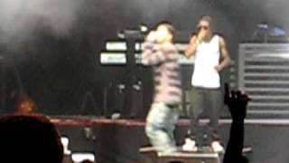 getlinkyoutube.com-Drake collapses on stage