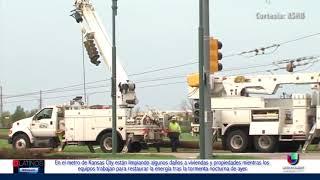 Equipos trabajan para reparar lineas eléctricas luego de la tormenta eléctrica del último Miércoles.