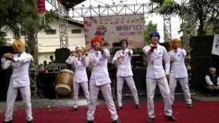 getlinkyoutube.com-Uta No Prince-sama Cosplay [Mirai Chizu, Maji Love 1000% & 2000%] Live in IT8