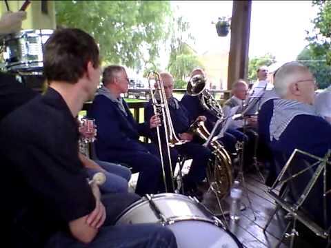 Les HOUYEUX à Bousie (france2011) avec l'harmonie de la ville