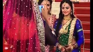 getlinkyoutube.com-Lakshya Teaches Dance To Swara And Ragini On The Sets