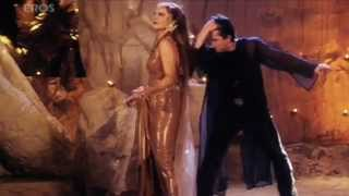 getlinkyoutube.com-Naach Meri Jaan song - Mujhe Meri Biwi Se Bachaao - YouTube.flv
