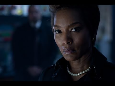 Angela Bassett talks about Blacks in Comics for GREEN LANTER
