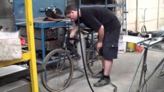 getlinkyoutube.com-Bicicleta a Aire Comprimido - La Bicicleta