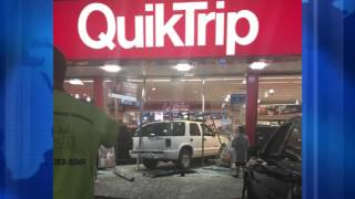 Un coche se estrelló contra un QuikTrip en Independence