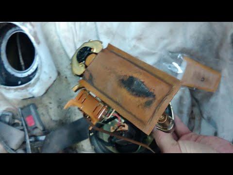 ЗАМЕНА сеточки бензанасоса, ЗАМЕНА топливного фильтра в баке, вскрываем топливный фильтр