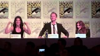 Fan imitates BARNEY STINSON (NPH) in comic-con