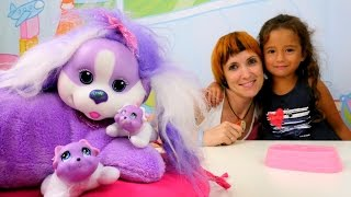 Видео для детей: Маша (Капуки КАнуки) и Джейлин играют в детские игрушки для девочек и кормят собаку