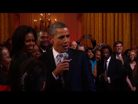 "President Obama Sings ""Sweet Home Chicago"" -Z7x4ZS7ZZWc"