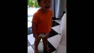 GABRIEL Chorando para tomar banho..