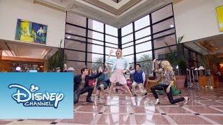 Violetta: Momento Musical: Los chicos cantan En Gira