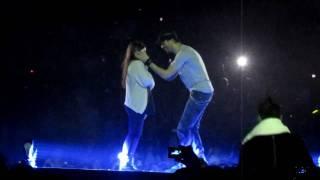 getlinkyoutube.com-Enrique Iglesias picking Hero Girl and Hero song MEN Arena Manchester, March 24, 2011 Euphoria Tour