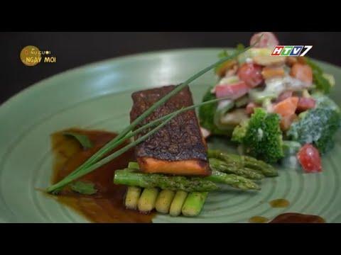 Cá hồi áp chảo sốt chua cay ăn kèm salad rau củ
