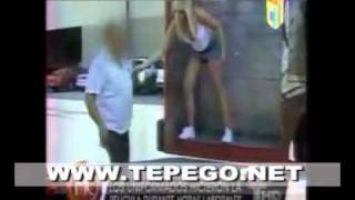 getlinkyoutube.com-VIDEO Dos policías haciendo sexo con una modelo en plena vía publica!!!.mp4