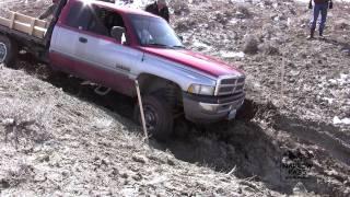 getlinkyoutube.com-Jeep vs Hummer vs Cummins Off-roading