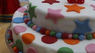 getlinkyoutube.com-Cómo hacer una tarta de cumpleaños fondant fácil (paso a paso)