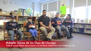 Roberto Garza visita la escuela elemental Falcon