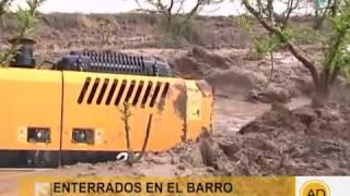 getlinkyoutube.com-Siete tractores enterrados en fango