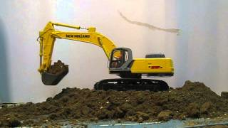 getlinkyoutube.com-Excavator rc New Holland 1/32
