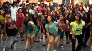 getlinkyoutube.com-Flash Mob at Elante Mall Chandigarh (Official)