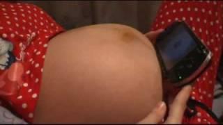 getlinkyoutube.com-Patadas bebé (Inma y Diego)