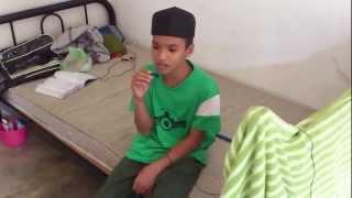 Suara budak yang sangat merdu mengalunkan nasyid