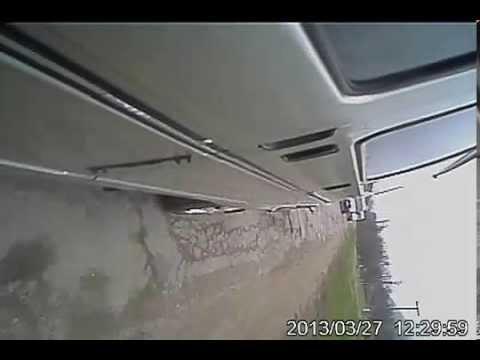 Видео с камеры заднего вида на боковом зеркале.