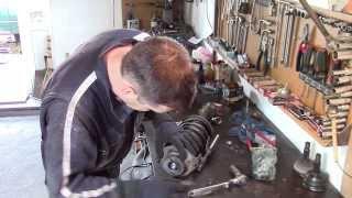 getlinkyoutube.com-Ремонт ходовой Фольксваген Гольф Volkswagen Golf (замена гидростоек , подшипников и  шрусов)