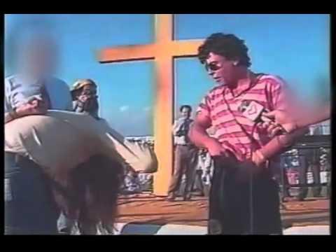 Bispo Macedo Enfrenta pai de Santo