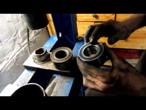 Замена подшипника ступицы Nissan Note/Replacing Hub Bearings Nissan Note