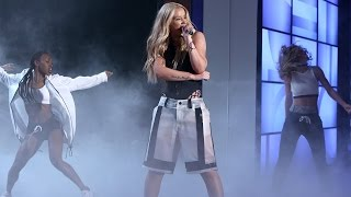 Iggy Azalea Performs 'Team'