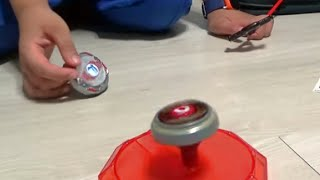 getlinkyoutube.com-최강 탑플레이트 팽이놀이 장난감을 아이와 함께 즐겁게 가지고 놀아보기