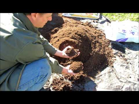 How to Make  Inexpensive Garden Container Soil:  Organic Fertilizer, Lime, Peat Moss, Compost & Dirt