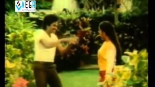 getlinkyoutube.com-Rendu Rellu Aaru Movie Songs - Ksthandhuko Darakasthandhuko Song