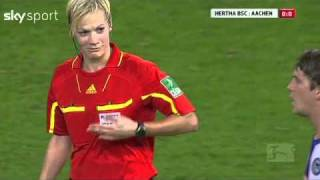 getlinkyoutube.com-Football player touched female referee's breast!