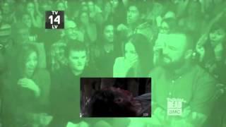 getlinkyoutube.com-Walking Dead - Glenn's Fake-Out Death Scene with Talking Dead Audience Reaction