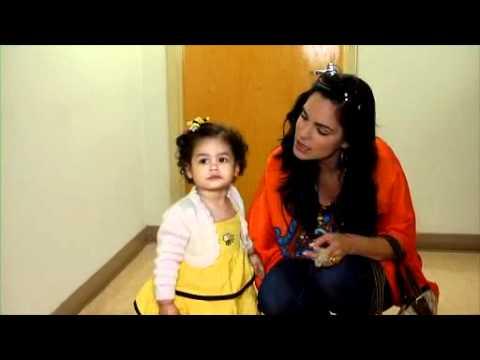 Hija de Scarlet Ortiz debuta en televisión