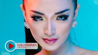 getlinkyoutube.com-Zaskia Gotik -  Tarik Selimut - Official Music Video HD - NAGASWARA