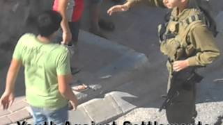getlinkyoutube.com-Soldier beating up kids in Hebron اعتداء على طفل في الخليل