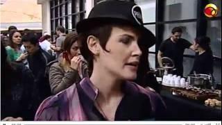 getlinkyoutube.com-Entrevista Diana e Natália na Parada Gay de SP 26/06/2011
