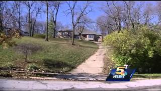 getlinkyoutube.com-Man claims abandoned homes are up for grabs